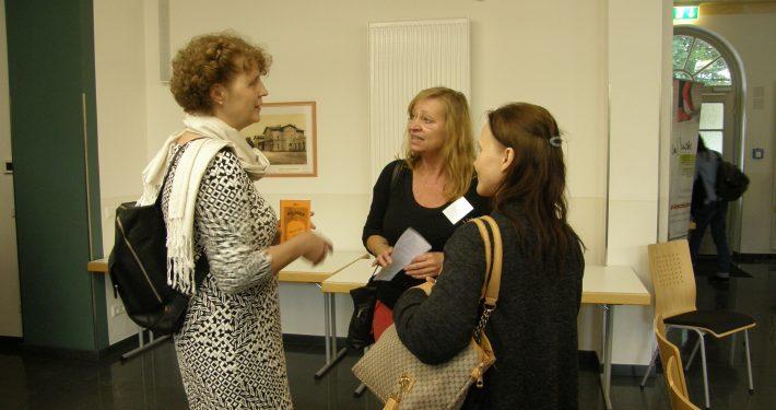 Teilnehmerinnen beim 5. Zukunftstag im Gespräch