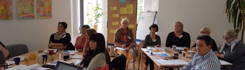 Gruppe bei Vortrag der Referentin