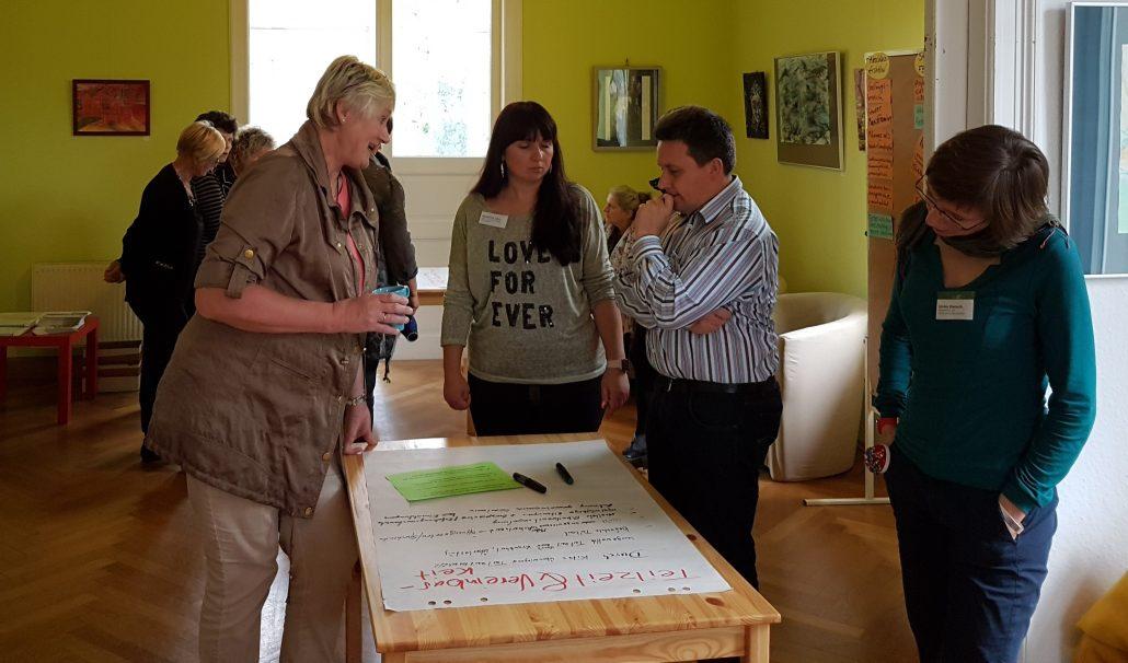 Teilnehmerinnen in der Gruppenarbeit