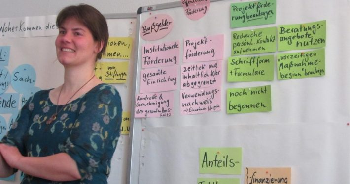 Karin Luttmann stellt Förderbedingungen in Sachsen dar, 2015 in Chemnitz..