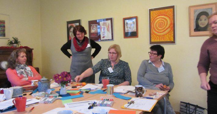 Teilnehmerinnen am Tisch